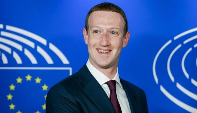 Fundador de Facebook pide perdón en la Eurocámara por filtración de datos