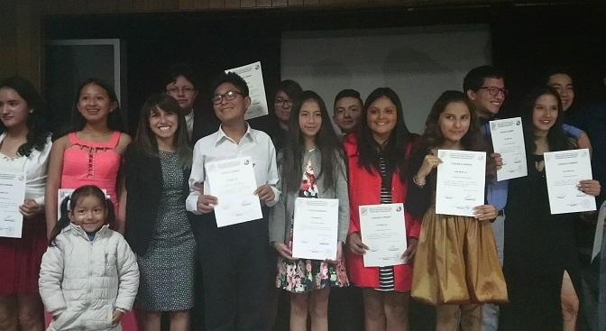 Colegio Benalcázar graduó a estudiantes de Comunicación Estratégica