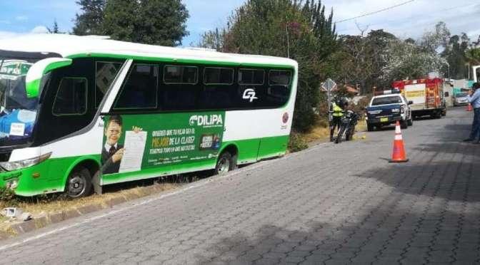 Choque de bus deja 11 heridos en Cumbayá