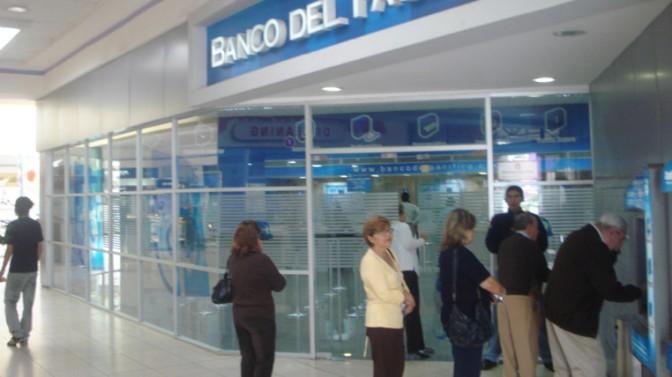 Los cobros indebidos de la banca deberán ser devueltos con intereses