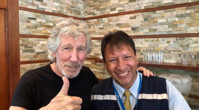 Roger Waters interrumpe su gira y llega a Ecuador para apoyar a afectados por Chevron