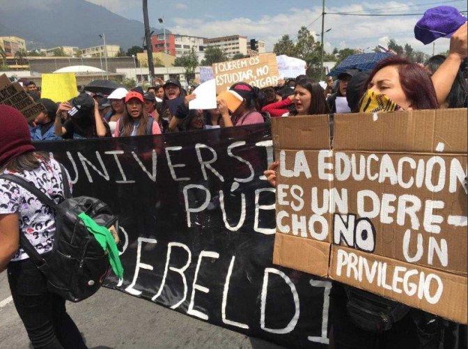 Estudiantes universitarios protestan ante reducción del presupuesto 2019