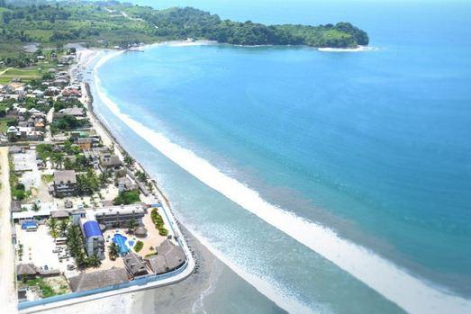 Varias playas de Ecuador con bandera roja por oleaje