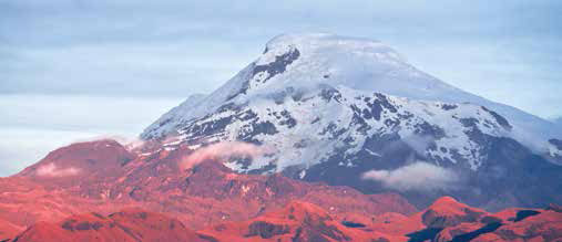 Rescatan a un guía y un turista en el volcán Cayambe