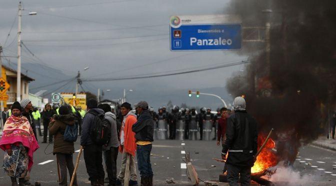 Organizaciones indígenas protestan contra el gobierno y cierran la Panamericana en Cotopaxi