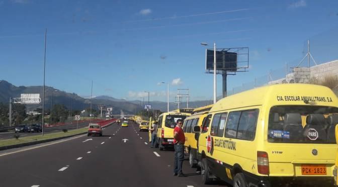 Gremio de buses escolares pide derogar alza de combustibles