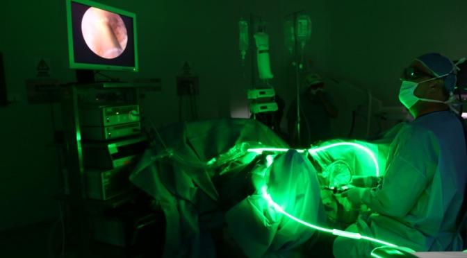 Hospital del IESS de Sangolquí utiliza láser greenlight
